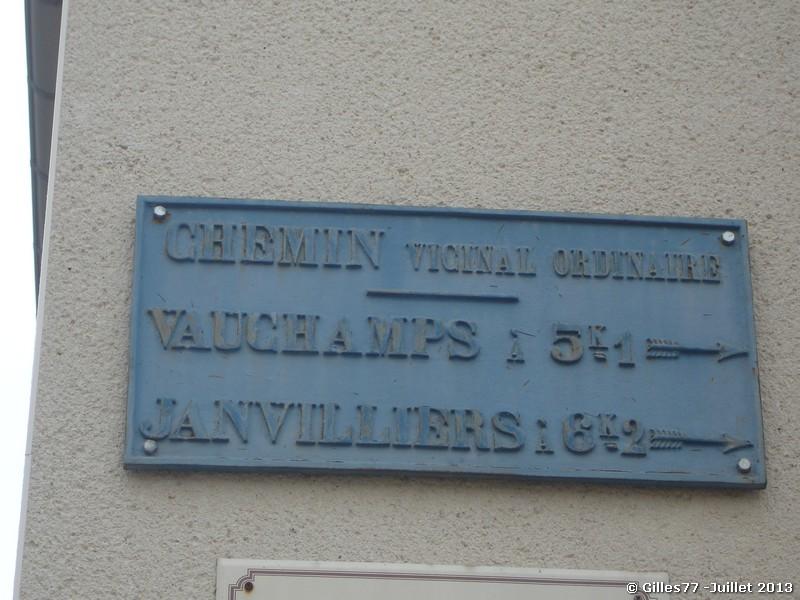51 BOISSY LE REPOS rue de la Liberté sur la mairie