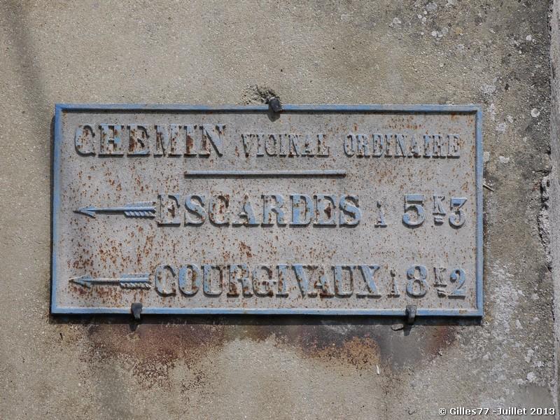 51 BOUCHY ST GENEST rue du Chateau - Rue d'Escardes
