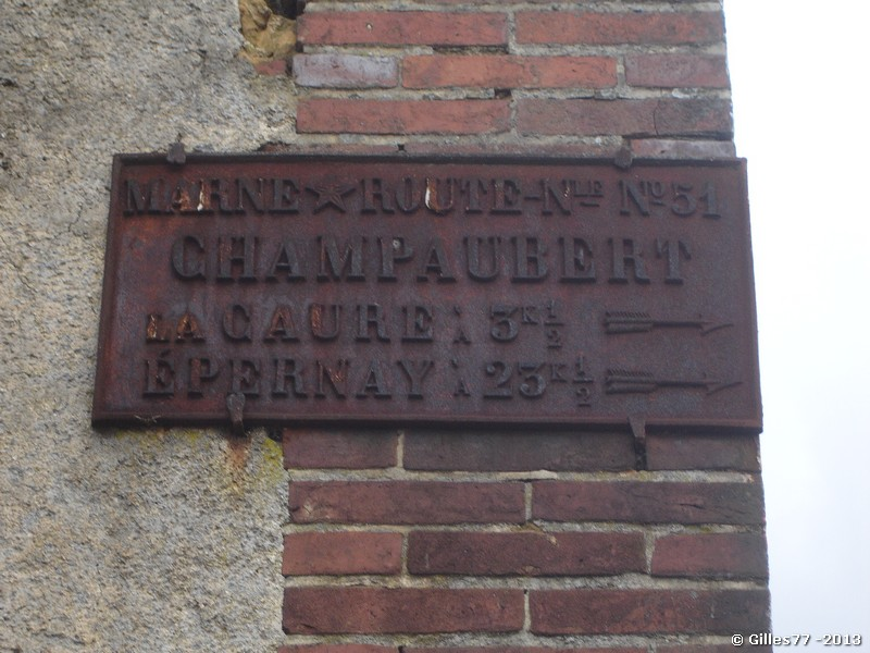 51 CHAMPAUBERT D951 direction Epernay sur le mur de la ferm