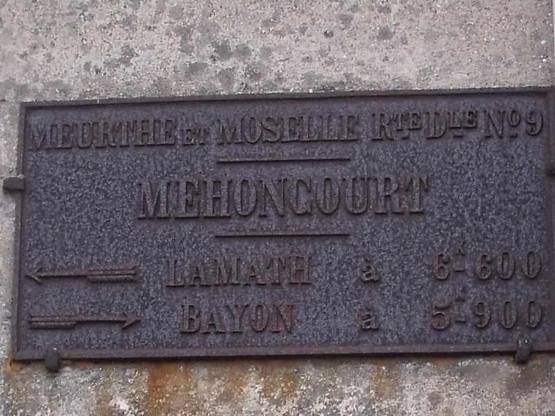 MEHONCOURT LES 2 PLAQUES SONT DISTANTES DE 500 M