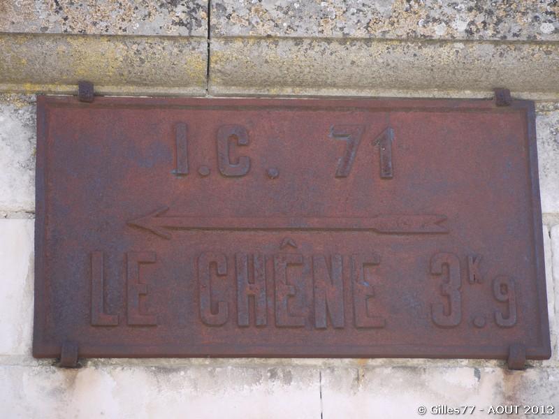 10 ORMES sur le mur face à la Mairie