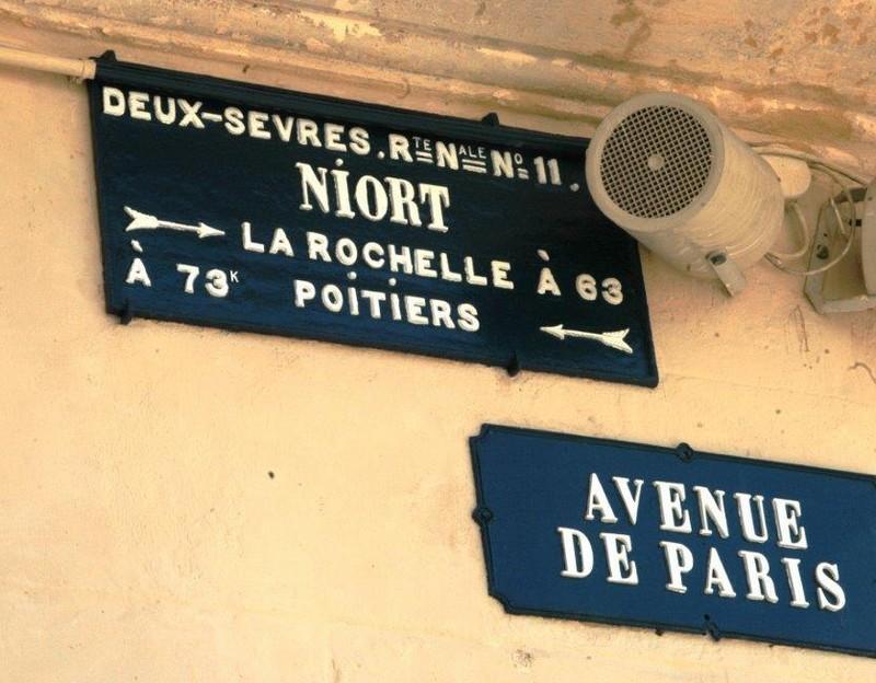 79 Niort Plaque routière XIX restaurée 4751