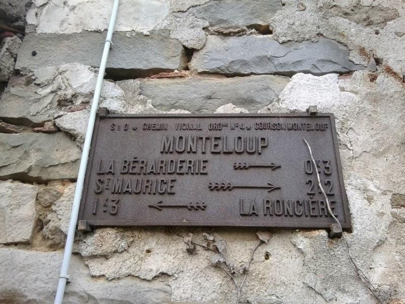 Monteloup plaque ancienne