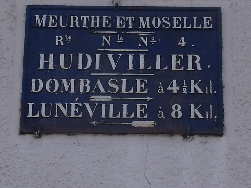 Hudiviller,belle plaque restaurée, la N 4 est devenue D 40